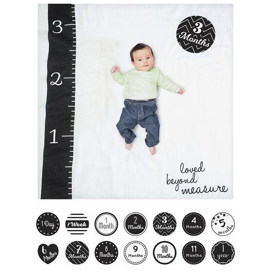 Lulujo Baby's 1st Year Photoshoot Set - Loved Beyond Measure - LJ580